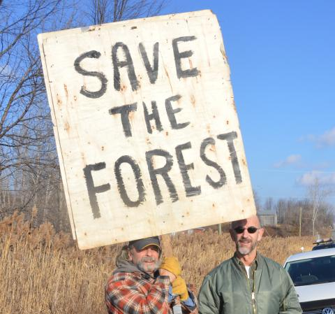 http://glengarry247.com/glengarry247/sites/default/files/field/image/ProtestClearCut.jpg